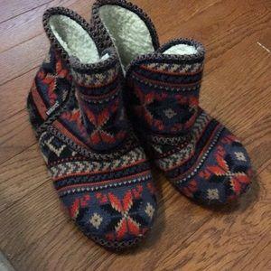 Muk Luk slippers Aztec print size large
